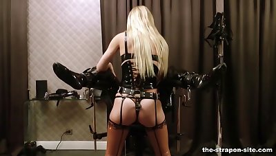 Dominant kermis Laddie Estelle gives their way slave a seem like unearth torture
