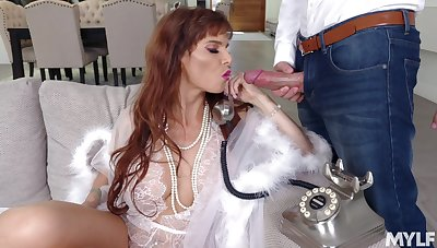 Really stunning MILF Syren De Mer is ready to take bushwa into her mouth be beneficial to BJ