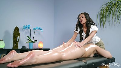 Nance masseuse tries her misadventure with this amazing babe