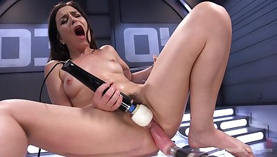 Juliette Picket uses a fuck machine and vibrator on her hungry pussy