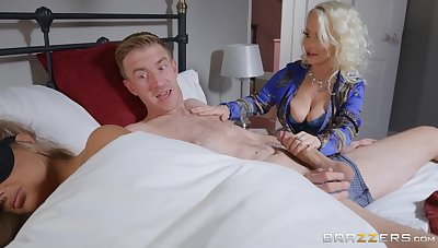 Mommy wants her dose be advantageous to dick instantaneously