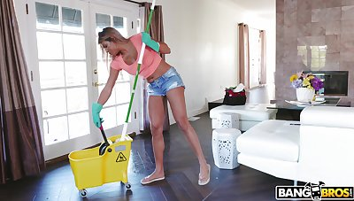 Blarney hungry maid Mercedes Carrera gets fucked away from duo massive dicks